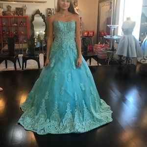 NWT prom dress Ellie Wilde size 00 Cinderella dres